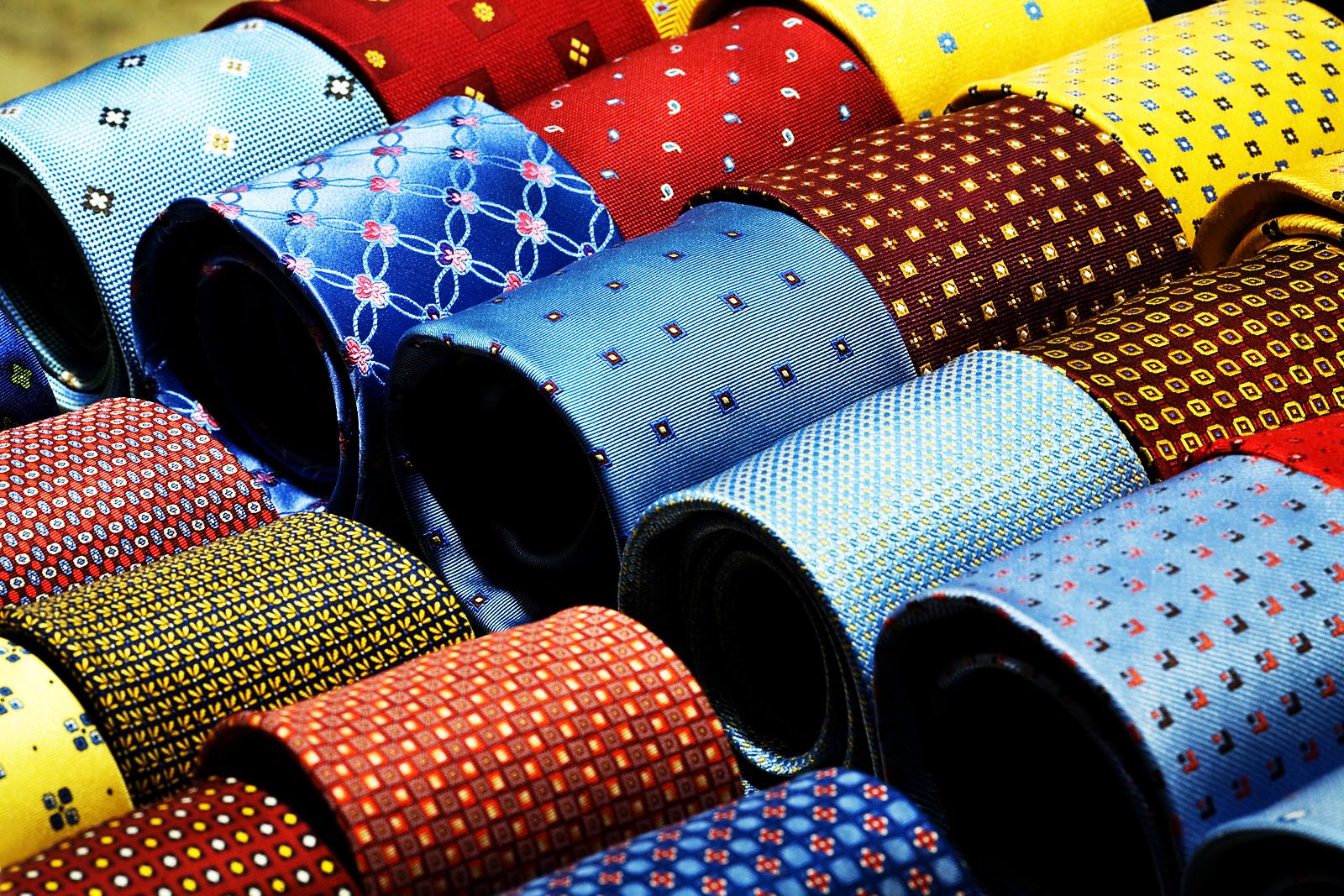 Pozor! Kravaty mají různé vzory, barvy, délky i šířky. Vybírejte pečlivě.
