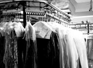 1280px-Dry_clean_rack