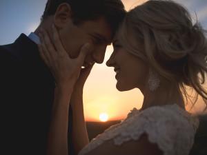 Novomanželé, kteří se spolu smějí